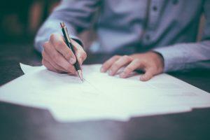 Aanzegplicht - Aflopende arbeidsovereenkomst - Ontslag